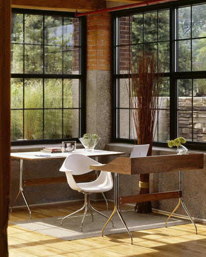 Modern Home Office by YLiving.com