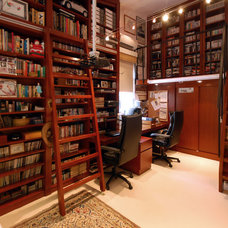 Modern Home Office by Ample DESIGN