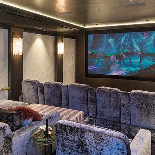 Ejemplo de cine en casa cerrado, tradicional renovado, con paredes blancas y pantalla de proyección