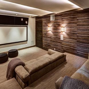 ソルトレイクシティの広いモダンスタイルのおしゃれな独立型シアタールーム (茶色い壁、プロジェクタースクリーン、カーペット敷き、ベージュの床) の写真