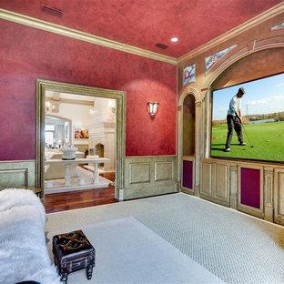 Réalisation d'une grande salle de cinéma victorienne fermée avec un mur rouge, moquette, un écran de projection et un sol beige.