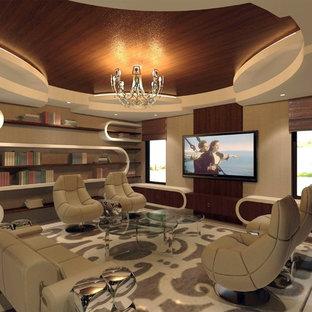 Mittelgroßes, Offenes Eklektisches Heimkino mit beiger Wandfarbe, Kalkstein und Wand-TV in Miami