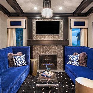 Ejemplo de cine en casa cerrado, clásico renovado, de tamaño medio, con paredes grises y televisor colgado en la pared