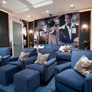 Idée de décoration pour une grande salle de cinéma tradition fermée avec moquette et un sol bleu.