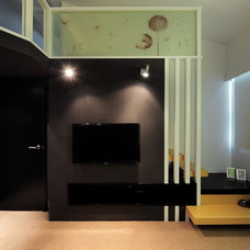 Modern Home Theater by S.I.D.Ltd.