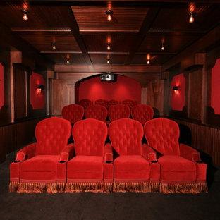 Idee per un home theatre tradizionale chiuso con pareti rosse