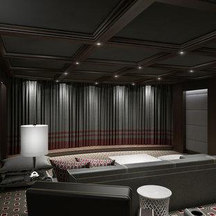 Großes, Abgetrenntes Modernes Heimkino mit grauer Wandfarbe, Teppichboden und Leinwand in New York