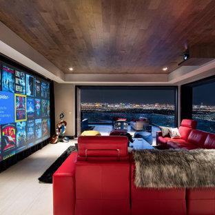 Großes Modernes Heimkino mit weißem Boden, weißer Wandfarbe und Leinwand in Las Vegas