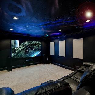 Großes, Offenes Klassisches Heimkino mit grauer Wandfarbe, Teppichboden, Leinwand und beigem Boden in Atlanta