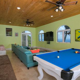 Idéer för mycket stora maritima öppna hemmabior, med gröna väggar, travertin golv, en väggmonterad TV och beiget golv