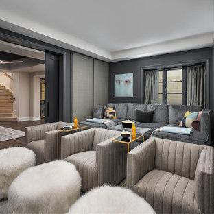 Foto de cine en casa cerrado, clásico renovado, grande, con paredes grises, moqueta y suelo gris
