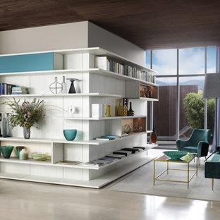 Foto di un home theatre design di medie dimensioni e aperto con pareti bianche, pavimento in laminato e pavimento beige