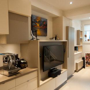 Mittelgroßes, Abgetrenntes Modernes Heimkino mit weißer Wandfarbe, Porzellan-Bodenfliesen und Wand-TV in Toronto