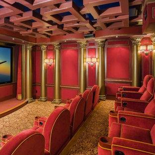 Foto de cine en casa cerrado, tradicional, con paredes rojas, moqueta y pantalla de proyección