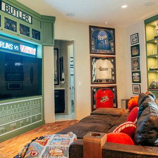 Mittelgroßes, Abgetrenntes Klassisches Heimkino mit grauer Wandfarbe, Backsteinboden und Multimediawand in Phoenix