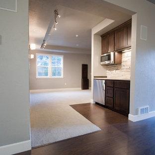 Mittelgroßes Modernes Heimkino mit grauer Wandfarbe und dunklem Holzboden in Portland
