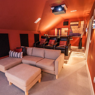 Idee per un home theatre boho chic di medie dimensioni e chiuso con schermo di proiezione