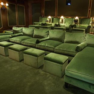 Immagine di un home theatre design chiuso con pareti verdi, moquette, parete attrezzata e pavimento verde