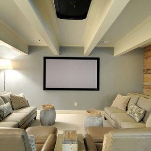 Foto de cine en casa clásico renovado, de tamaño medio, con moqueta y paredes multicolor