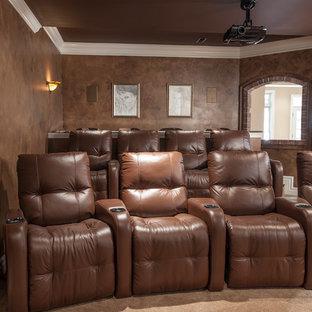 Mittelgroßes, Abgetrenntes Mediterranes Heimkino mit brauner Wandfarbe, Teppichboden, Leinwand und beigem Boden in St. Louis