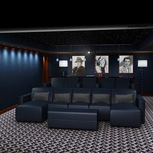Esempio di un grande home theatre minimalista chiuso con pareti blu, moquette, pavimento multicolore e schermo di proiezione