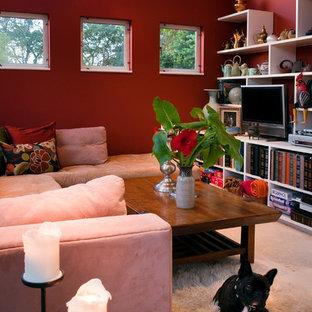 Mittelgroßes, Offenes Stilmix Heimkino mit roter Wandfarbe, Kalkstein, Wand-TV und beigem Boden in San Francisco