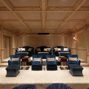 Idee per un home theatre mediterraneo chiuso con moquette e pavimento beige