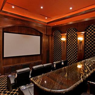 Inspiration pour une salle de cinéma méditerranéenne avec un écran de projection.