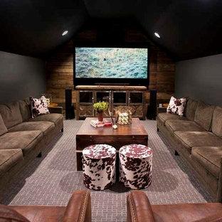 Mittelgroßes, Abgetrenntes Landhaus Heimkino mit Teppichboden und Multimediawand in Nashville