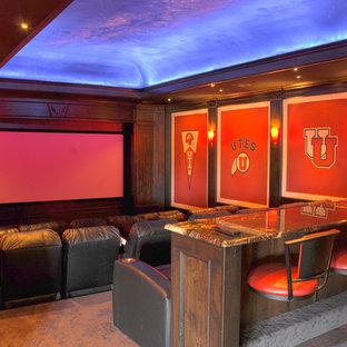 На фото: домашний кинотеатр в классическом стиле с экраном для проектора с