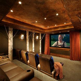 Ispirazione per un grande home theatre tradizionale chiuso con schermo di proiezione, pareti verdi, moquette e pavimento verde