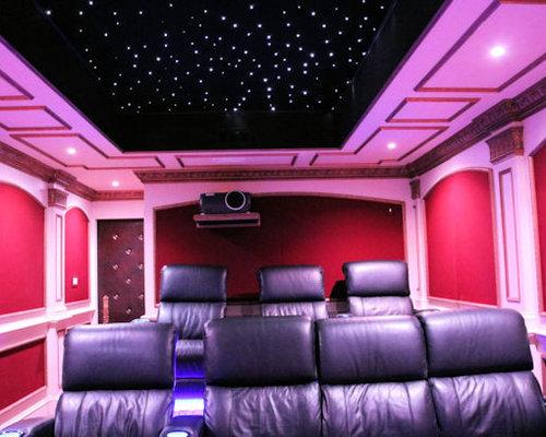 photos et id es d co de pi ces vivre violettes avec un cran de projection. Black Bedroom Furniture Sets. Home Design Ideas