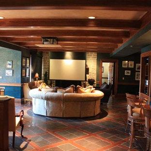 Ispirazione per un home theatre chic di medie dimensioni e aperto con pareti blu, pavimento in terracotta e schermo di proiezione