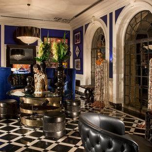 Großes, Abgetrenntes Modernes Heimkino mit blauer Wandfarbe und Marmorboden in Los Angeles