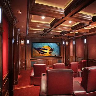 Foto de cine en casa clásico renovado con paredes rojas