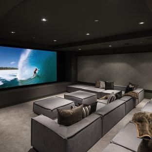 Imagen de cine en casa cerrado, contemporáneo, con paredes grises, moqueta y suelo gris