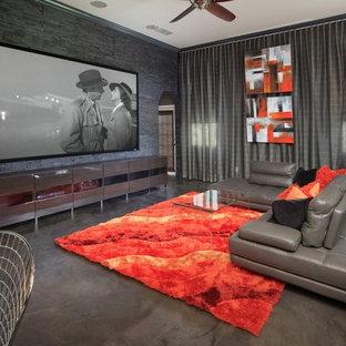 Ispirazione per un grande home theatre contemporaneo aperto con pareti grigie, schermo di proiezione, pavimento in cemento e pavimento grigio