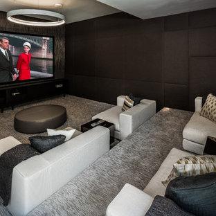 Exempel på ett modernt avskild hemmabio, med svarta väggar, heltäckningsmatta och grått golv