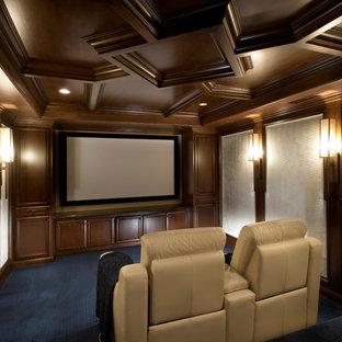Esempio di un home theatre chic di medie dimensioni con moquette, TV a parete e pavimento blu