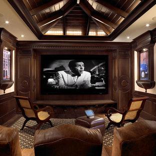 Immagine di un home theatre tropicale con moquette e pavimento multicolore