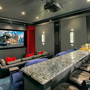 Ispirazione per un grande home theatre chiuso con moquette, schermo di proiezione e pavimento verde