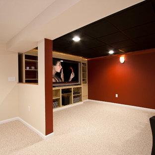 Großes, Offenes Klassisches Heimkino mit roter Wandfarbe, Teppichboden und Multimediawand in Newark