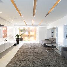 Contemporary Home Theater by Eduardo Raimondi . Fotografia de Arquitetura