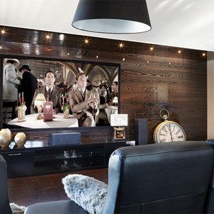 Großes, Offenes Modernes Heimkino mit brauner Wandfarbe, Linoleum, Multimediawand und braunem Boden in Sonstige