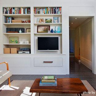 Mittelgroßes, Abgetrenntes Klassisches Heimkino mit weißer Wandfarbe, Schieferboden und Wand-TV in Minneapolis
