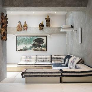 Offenes Modernes Heimkino mit grauer Wandfarbe und weißem Boden in Hongkong