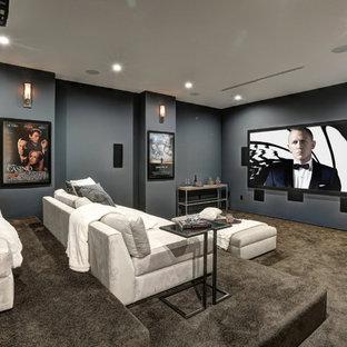 Modernes Heimkino mit grauer Wandfarbe, Teppichboden und grauem Boden in Los Angeles