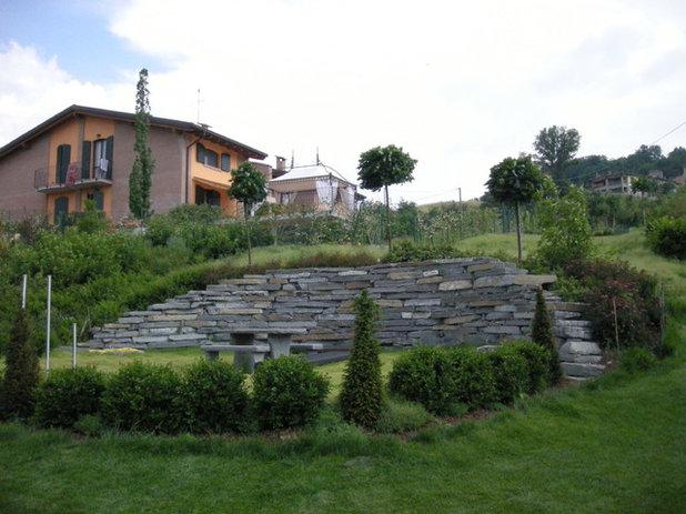 Moderno Home Theatre by Paesaggio Italiano