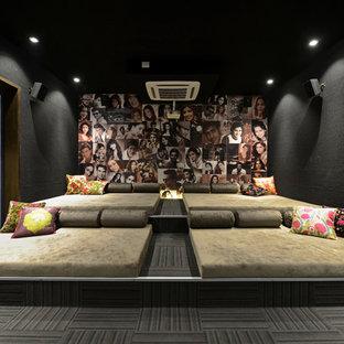 Modelo de cine en casa cerrado, contemporáneo, grande, con paredes negras