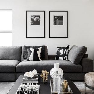Mittelgroßes, Abgetrenntes Modernes Heimkino mit weißer Wandfarbe, Teppichboden, Leinwand und grauem Boden in Melbourne
